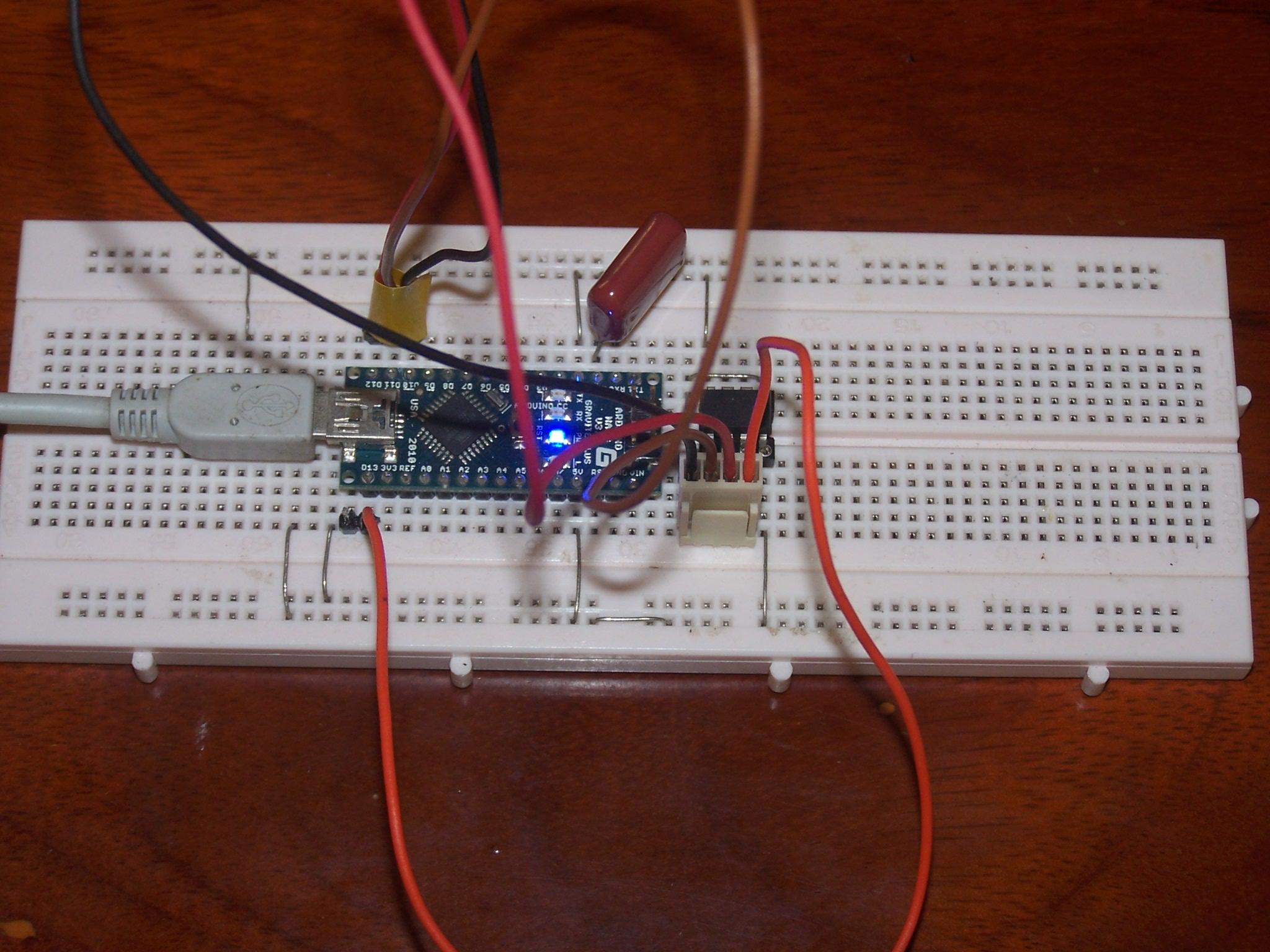 Arduino utilisé comme ISP pour reprogrammer un ATTiny13