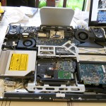 iMac Early 2008 Core 2 Duo 2,4 GHz ouvert pour changer alimentation